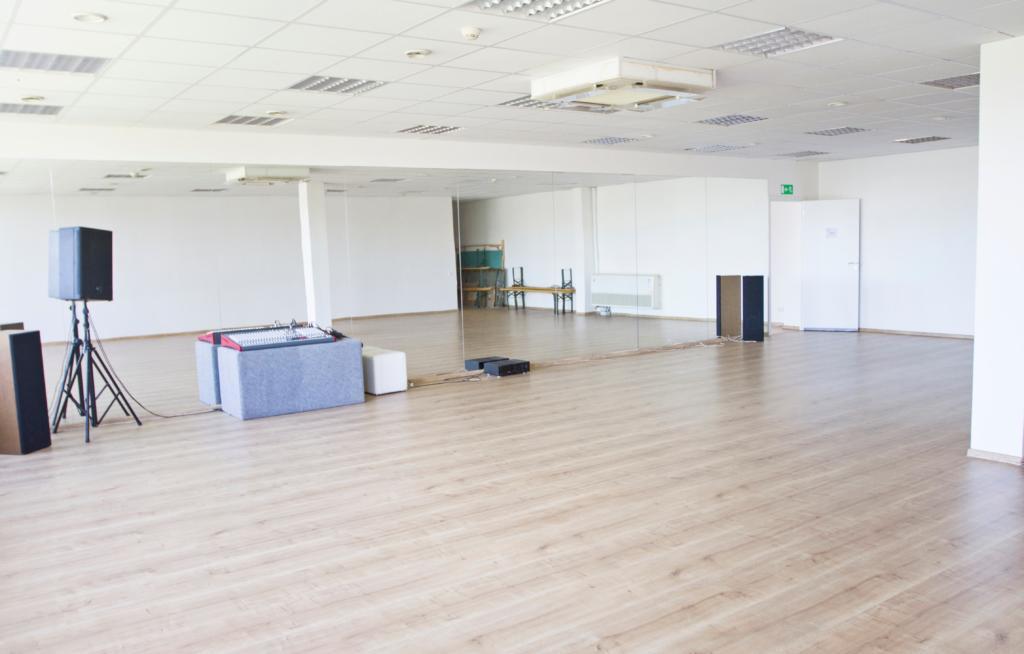Mažoji salė - Plotas : 109 m2
